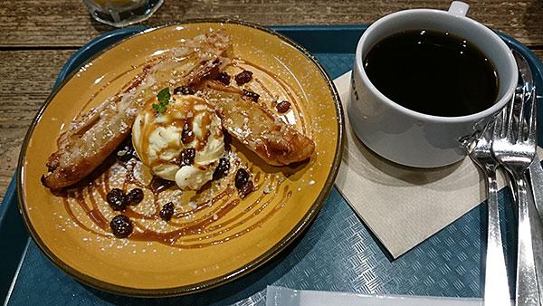 大宮駅ナカでお酒が飲めるオシャレカフェ「サルバドル」アップルパイ