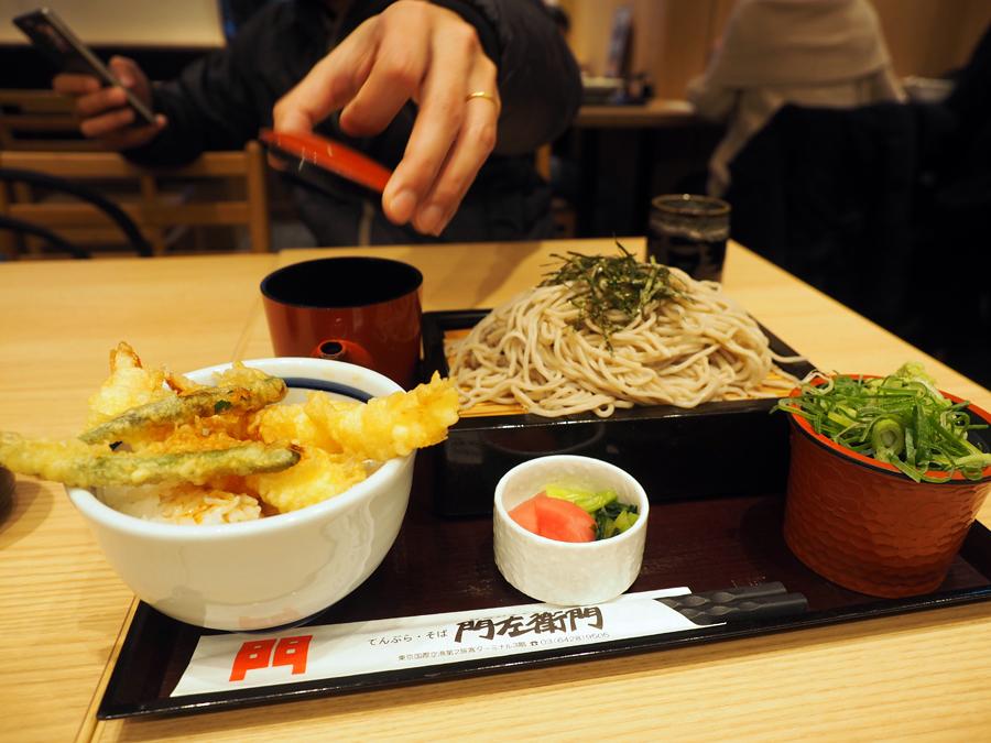 羽田空港 第2ターミナル「てんぷら・そば 門左衛門」そば定食