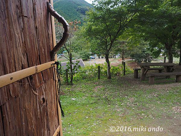 栃木県の古代生活体験村「竪穴式住居からの眺め」