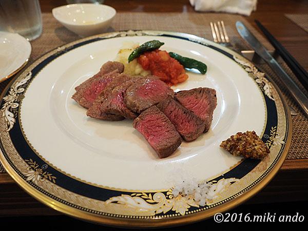京都「ヒグチ亭」ランチのメイン京都産和牛のステーキ