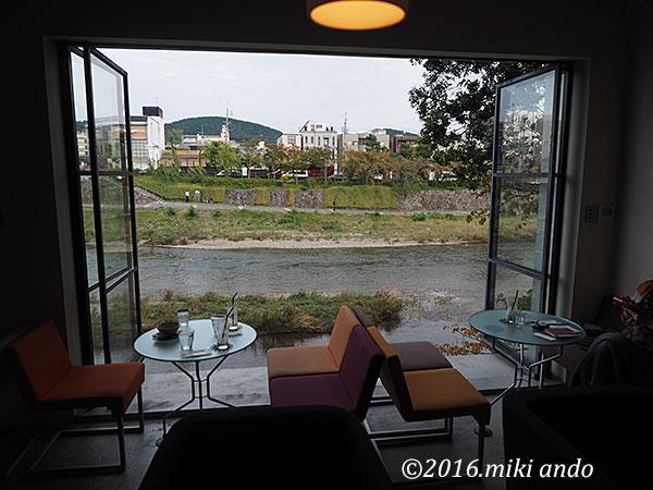 京都・鴨川沿いのカフェ「エフィッシュ」ドリンク