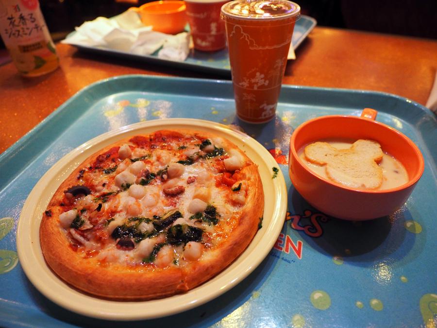 マーメイドラグーン「セバスチャンのカリプソキッチン」ピザ