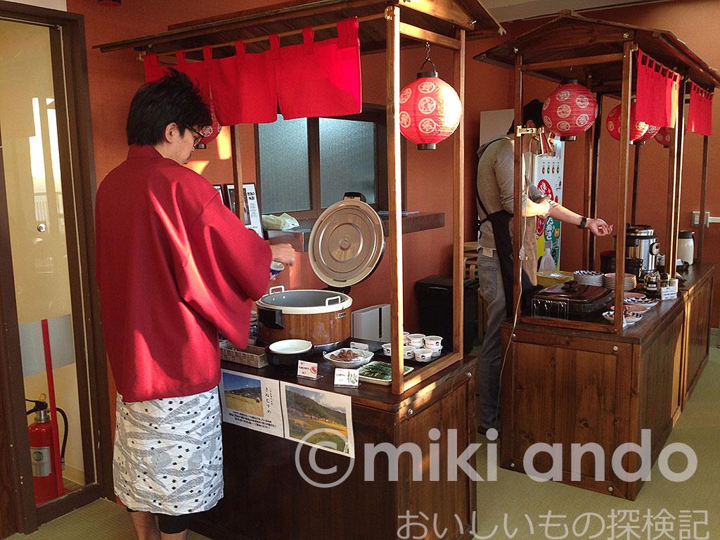 カオサン熱海が超おトク!最高級ランク米の朝食、夜のお茶漬けまで無料