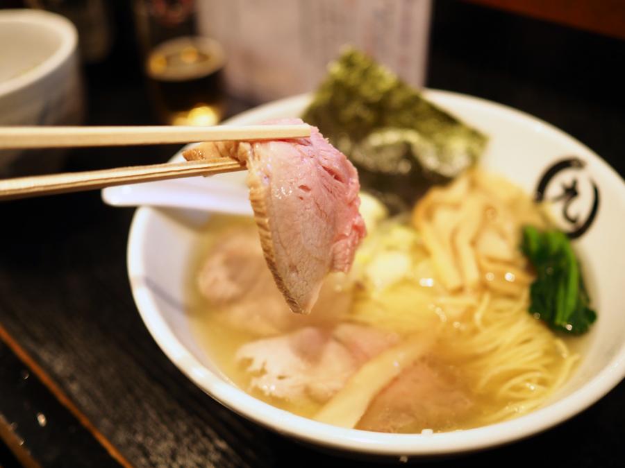 【池袋 東口】黄金のスープに惚れる!極上の塩ラーメン「桑ばら」