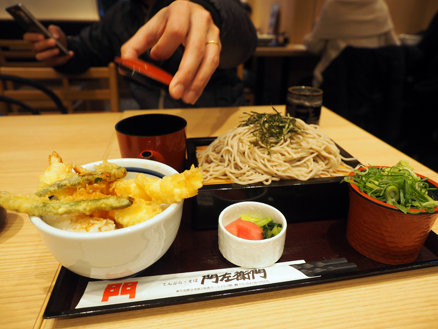 おそばを朝食に!羽田空港 第2ターミナル「てんぷら・そば 門左衛門」