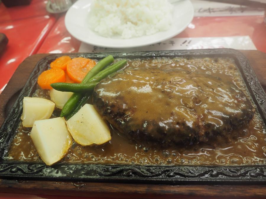 野毛に行ったら絶対食べたい!牛肉100%ハンバーグ「ラクレット」